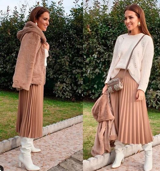 d237e378c3 La falda plisada y estampada que se comercializa con el código promocional  Mango solo está disponible en talla XS aunque siempre hay posibilidad de ...