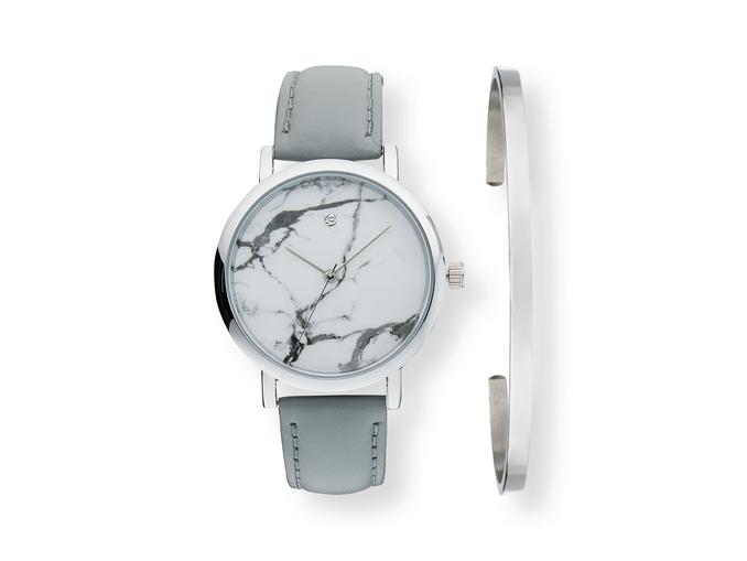 25a3feab1a3d Un reloj y una pulsera que destacan por su calidad y que está disponible en  distintos colores para ...