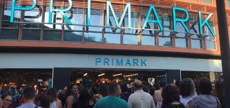 720be7db4 Vuelen las colas a Primark  la camiseta de Frida Kahlo que causa ...